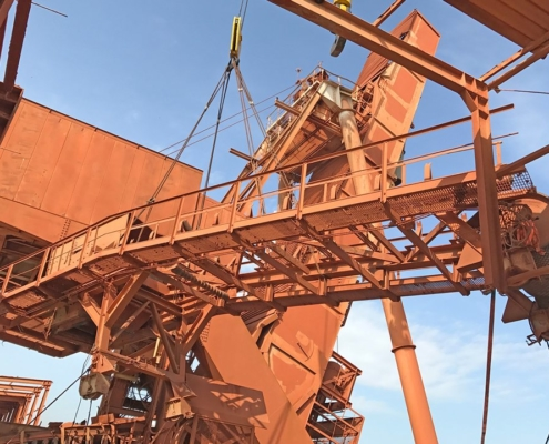 Mining - Ship loader ex Guinea to Belgium - Lifting operation in Kamsar