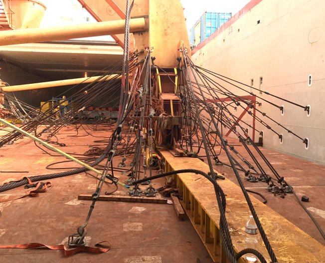 Conceptum Logistics - Sicherung eines 305 Tonnen Shiploaders an Deck
